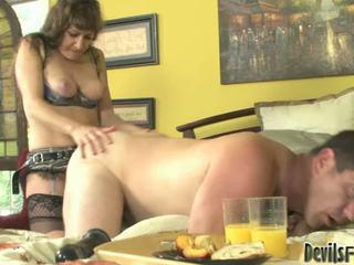 Alexandra zīds kopā ar the liels strap onto jāšanās a bloke