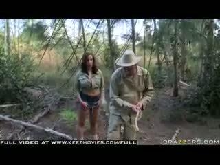 Kelly divine - 공격 의 그만큼 jugg 굶주린 bees!
