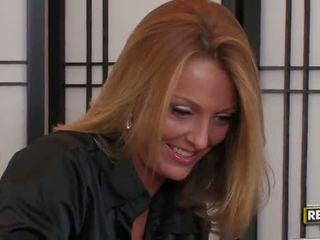 Bigtitted blond milf brenda james has en mouthfull ved den kontor