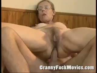 奶奶, 肛門, 成熟