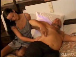 Sexy jong chick prefers ervaren man