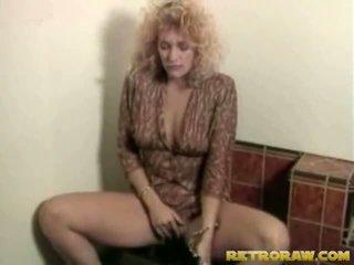 Lesbos w the washroom
