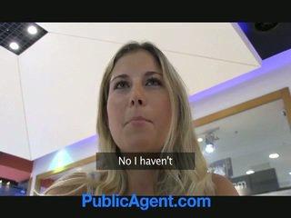 A seksas agent yra laimingas į šūdas a blondinė mažutė į mašina