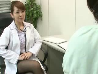 Lesbienne gynecologist 2 partie 1
