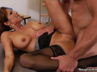 hardcore sex, výstrek, veľké prsia