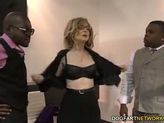 Nina hartley fucks svart guys för votes