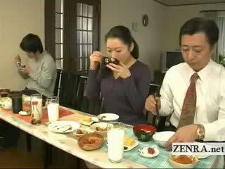 Subtitled غريب اليابانية bottomless لا سراويل عائلة
