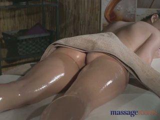 Masáž rooms tattooed stunner has krásný vyholené hole filled s kohout - porno video 481