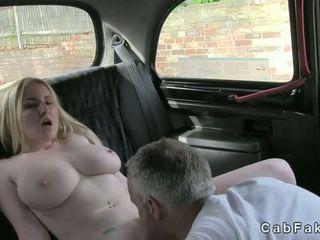 Uriaș balcoane blonda pasarica licked în taxi