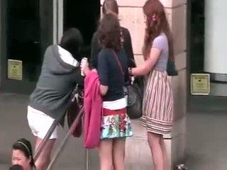 Vyhrnutá sukňa ukradnuté video32