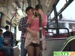 Hana haruna นมโต sucks shlong ใน รถบัส