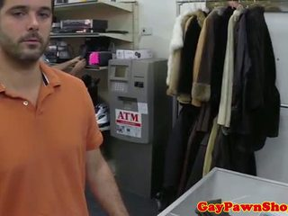 Gaybait pawnshop amatöör must masturbate
