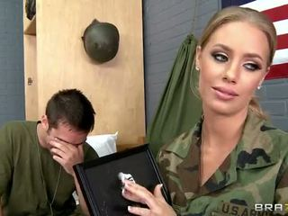 Στρατός μωρό nicole aniston πατήσαμε σε camp βίντεο