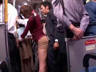 Jung collegegirl reluctant öffentlich bus orgasmus