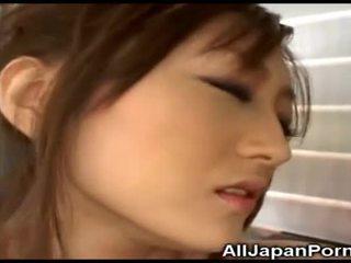 Japonez gagica gets plăcere de la vibrator!