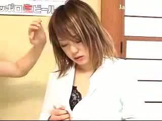 Млад момиче getting хипнотизиран от дама към сила тя путка licking