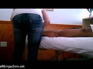 Đầy đủ massage leads đến to tinh ranh handjob relief