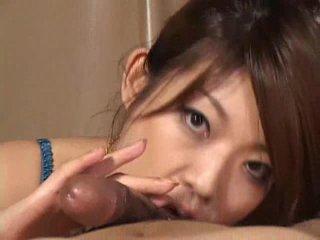 Gražus azijietiškas mergaitė reiko yabuki gives a varpa a puikus čiulpimas video