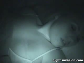 Bigtit γκόμενα fingered σε ύπνος
