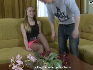 Porno onto the zofa za cumload cumload beside a blondinke mlada ženska