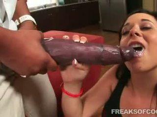 Soaked 포르노를 floozy aarielle alexis stuffs 그녀의 입 와 a 괴물 음경