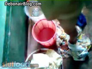 Bengali momen bath captured av son (real)