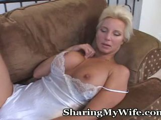 Mature Hottie Opens Her Pussy For Pleasure