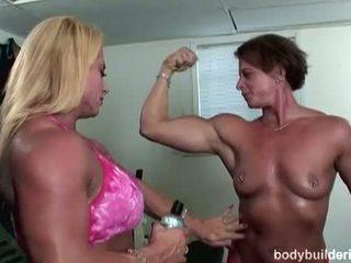 Bodybuilders σε heat: bodybuilding πορνό με Καυτά θάμνος