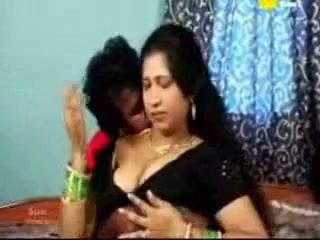 Warga india tamil matang aunty seks / persetubuhan dengan beliau boyfriend