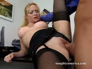 Sexy hawt aiden starr receives ei roz pasarica pummeled pe the tabel