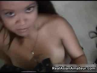 Magnifique gros seins asiatique licking bite