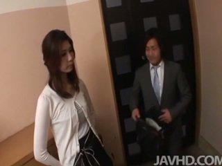 Cachonda businessman seduces sexy madura asaltacunas