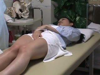 Spycam reluctant वाइफ has मजाक साथ the masseur
