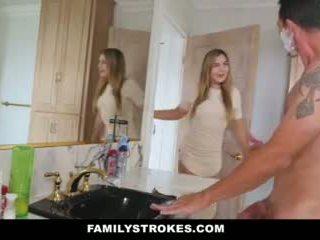 Familystrokes - fiică fucks step-dad în timp ce mama showers