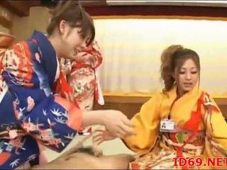 Japoniškas av modelis šikna apgraibytas