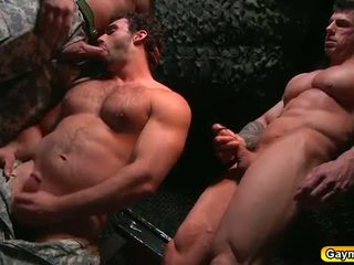 Bunker πρωκτικό γαμώ γκέι τρίο