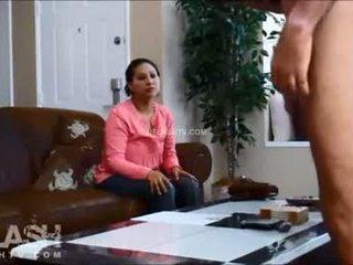Cameriera intervista dickflash reale lei vestita lui nudo