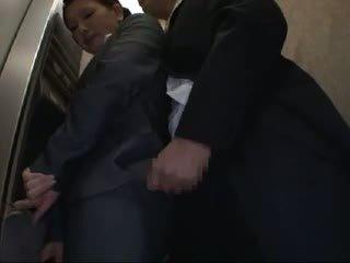 Officelady হাতড়ানো এবং হার্ডকোর মধ্যে elevator