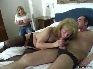 Szczęśliwy guy fucks two niesamowite babcie
