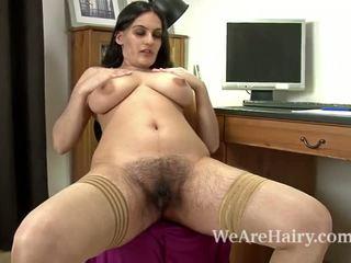 Sexy riani fingers ju chlpaté pička na the stôl