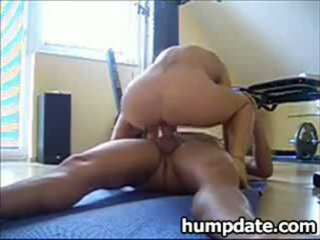 Squirting beyb rides titi at gets creampied