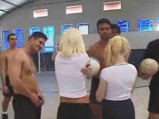 Spaniacs gangbanging im die sports hall