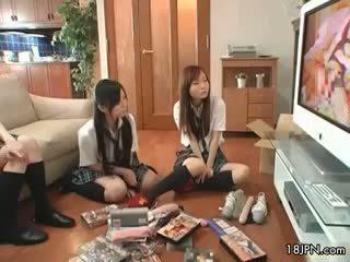 Ładniutka azjatyckie babes dostać napalone oglądanie part5