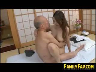 Pas fiică pe vechi penis
