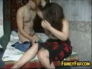 Russisk mor i lov gets knullet