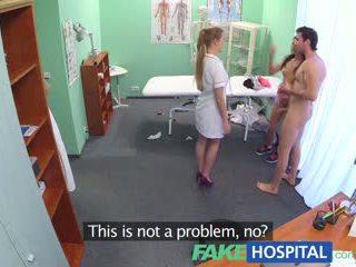 Fakehospital caliente enfermera joins pareja en trío