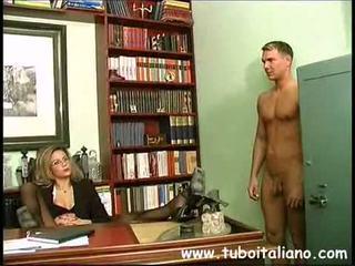 Piss; italienisch female manager