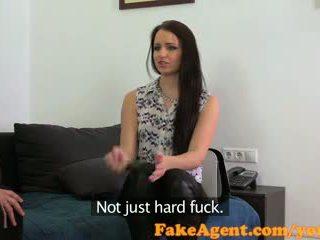 Fakeagent sexy morena estudiante follada duro en casting