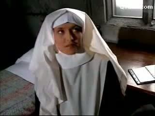 Abbess 에 섹시한 란제리 기운찬 수녀 getting 그녀의 고양이 licked licking 에 그만큼 침대