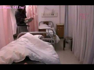 Seksi jepang milf moans sementara being porked keras